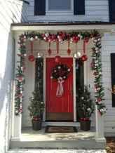 50 front porches farmhouse christmas decorations ideas (31)