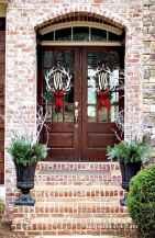 50 front porches farmhouse christmas decorations ideas (32)