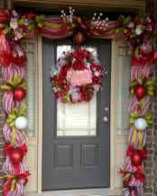 50 front porches farmhouse christmas decorations ideas (33)