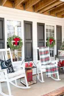 50 front porches farmhouse christmas decorations ideas (36)