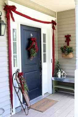 50 front porches farmhouse christmas decorations ideas (42)