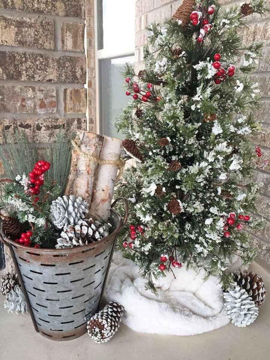 50 front porches farmhouse christmas decorations ideas (45)