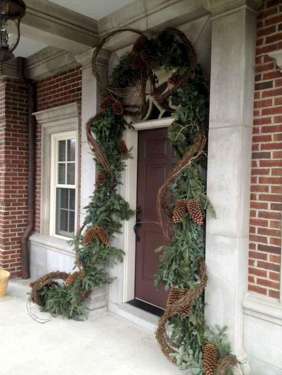 50 front porches farmhouse christmas decorations ideas (9)