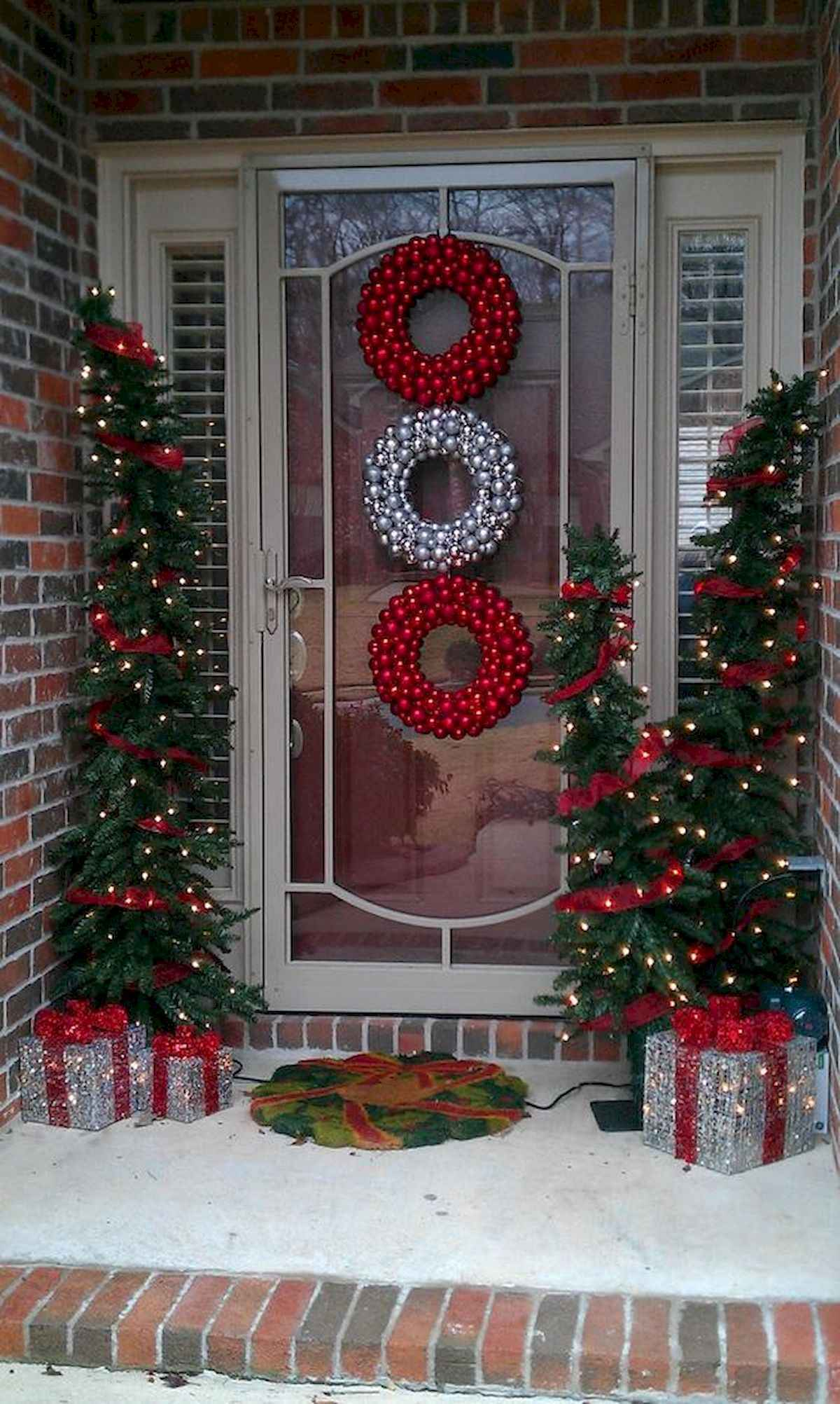 50 stunning front porch christmas lights decorations ideas (10)