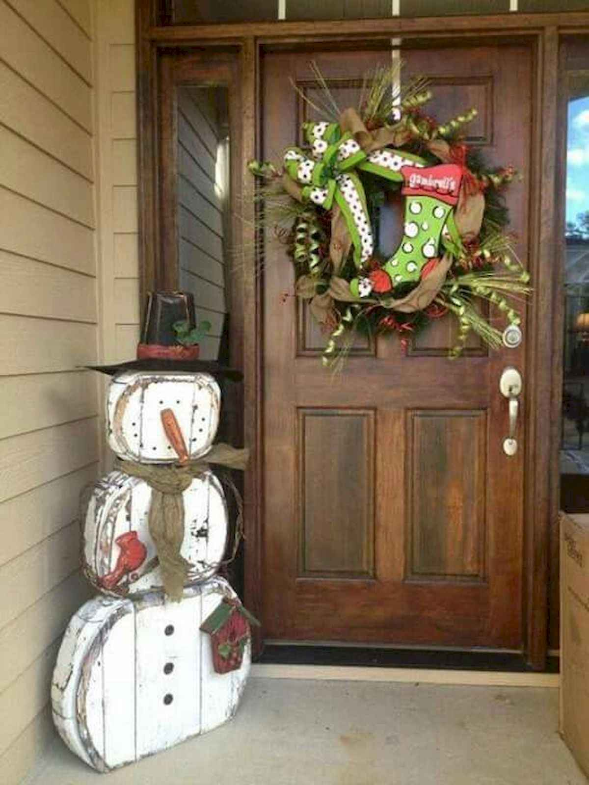 50 stunning front porch christmas lights decorations ideas (17)