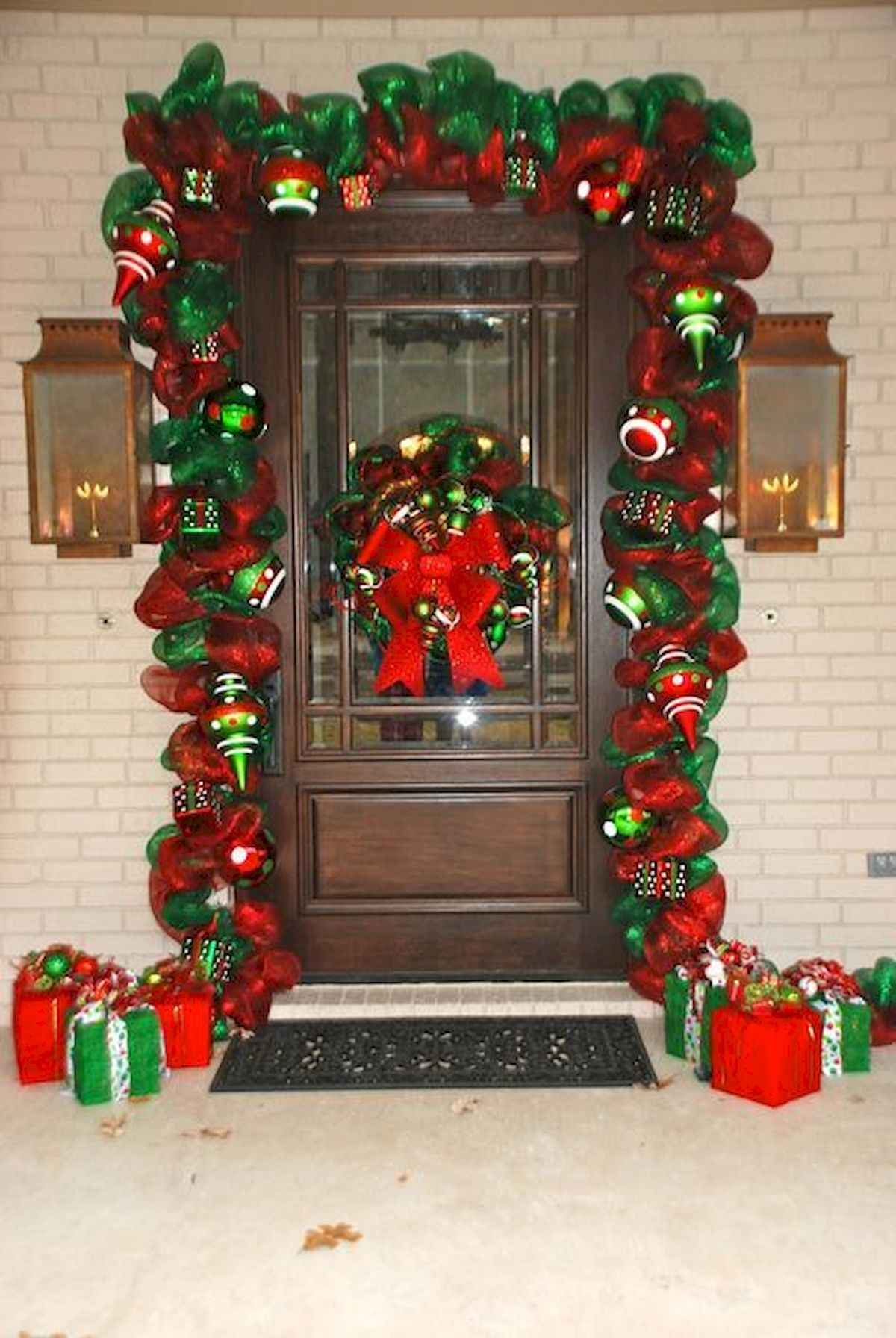 50 stunning front porch christmas lights decorations ideas (22)