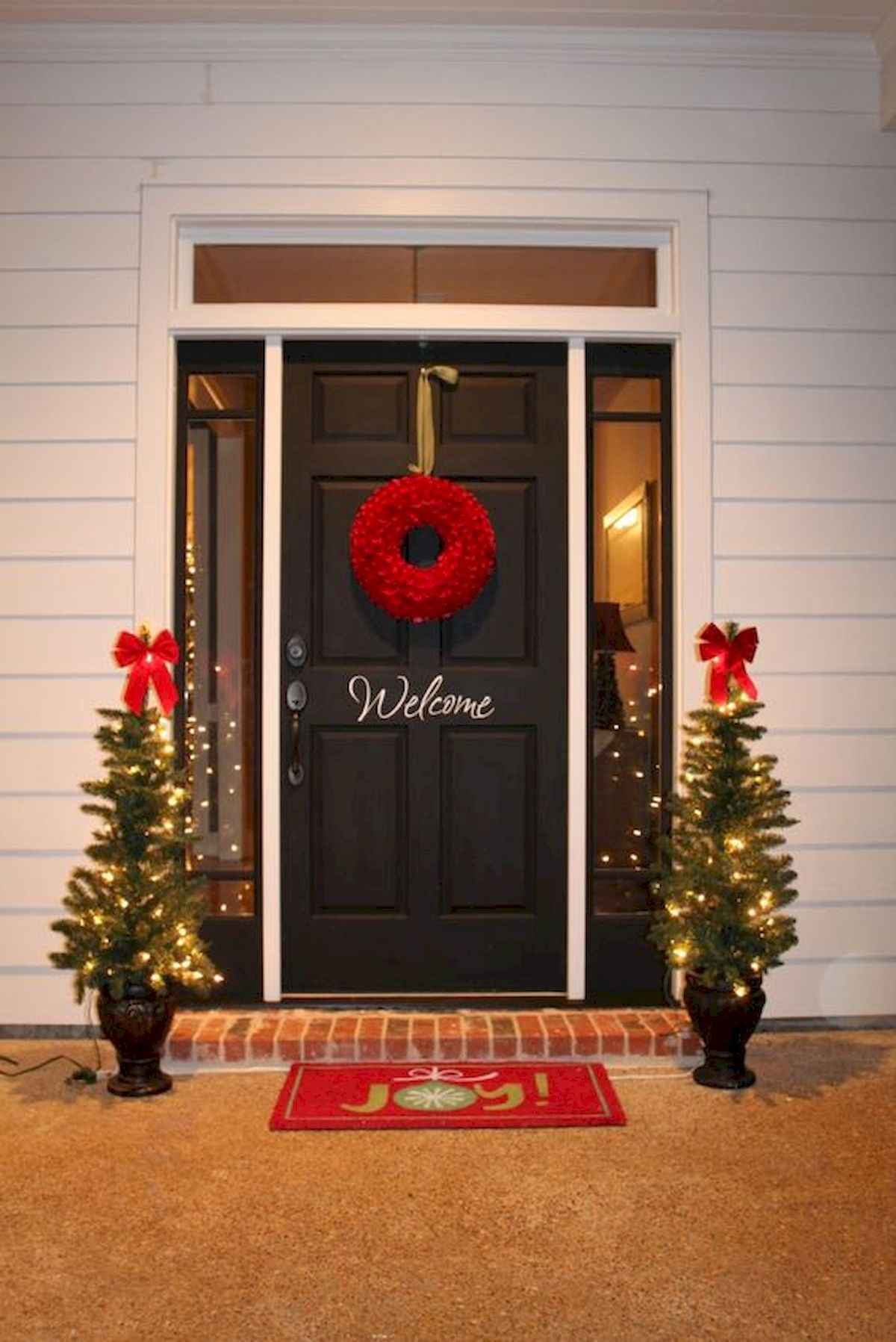 50 stunning front porch christmas lights decorations ideas (23)