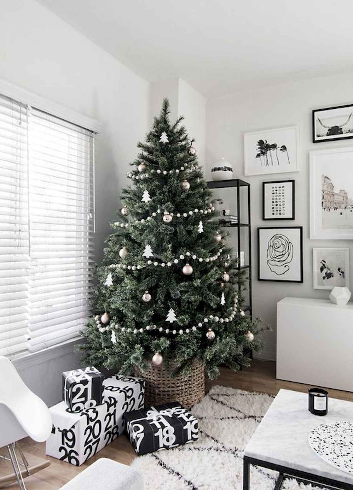 60 awesome christmas tree decorations ideas (55)