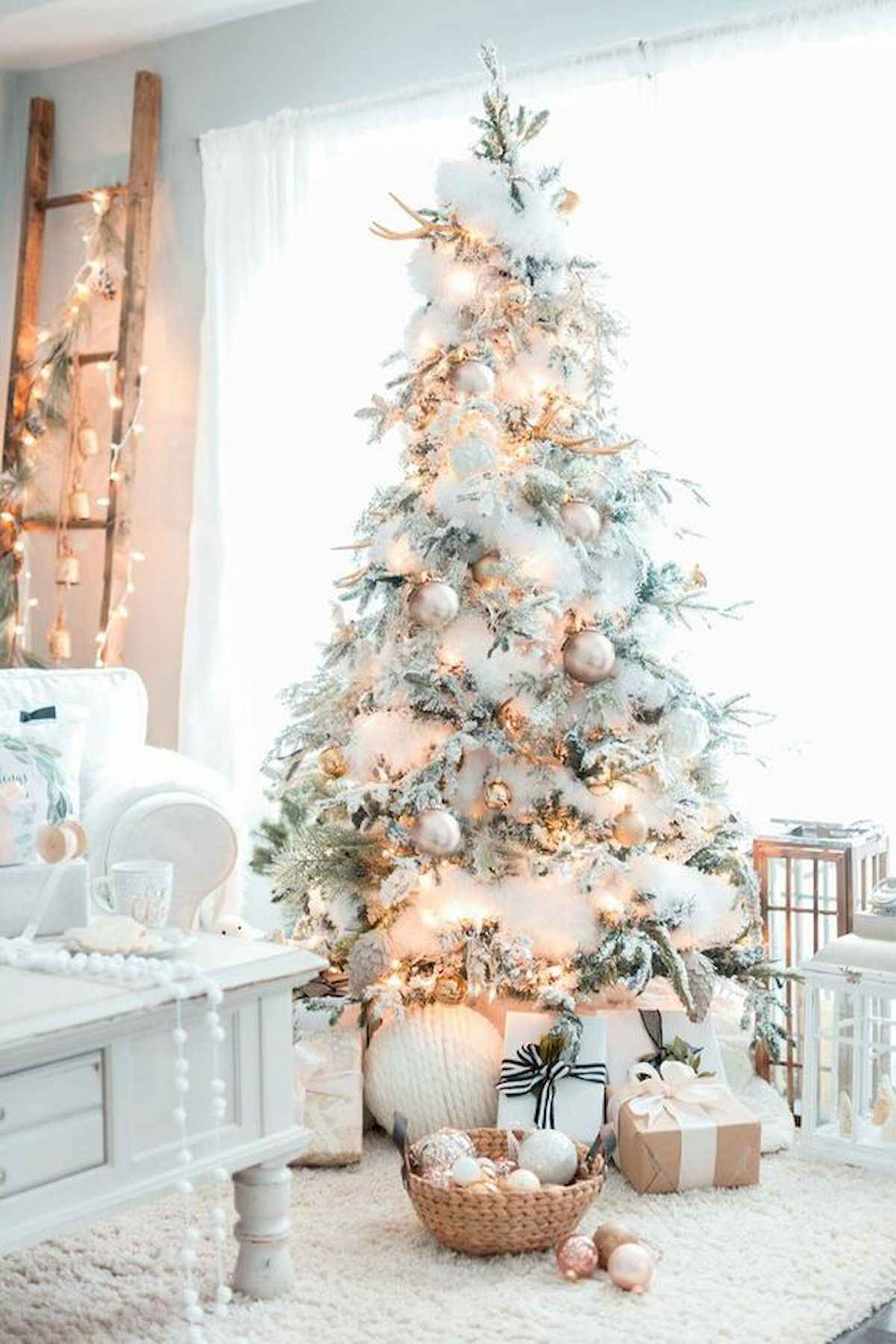 60 awesome christmas tree decorations ideas (56)