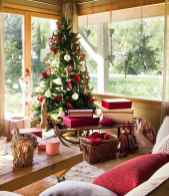 60 simple living room christmas decorations ideas (21)