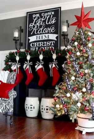 60 simple living room christmas decorations ideas (26)