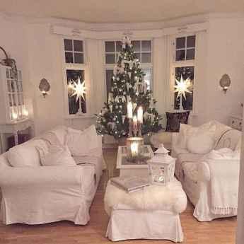 60 simple living room christmas decorations ideas (59)