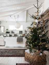 60 simple living room christmas decorations ideas (6)