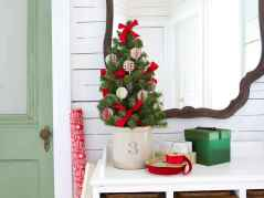 40 cheap and easy christmas decorations for your apartment ideas (41)