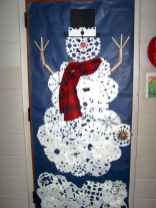 40 easy diy christmas door decorations for home and school (10)