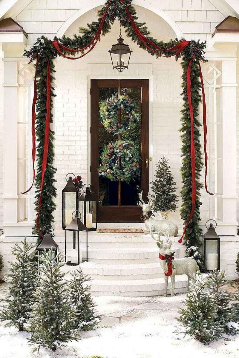 50 stunning christmas front porch decor ideas and design (21)