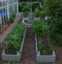 35 stunning vegetable backyard for garden ideas (24)