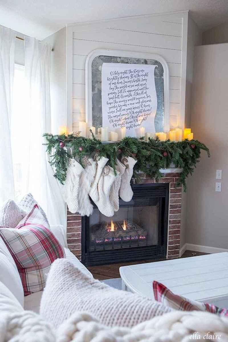 50 elegant christmas mantle decor ideas (25)