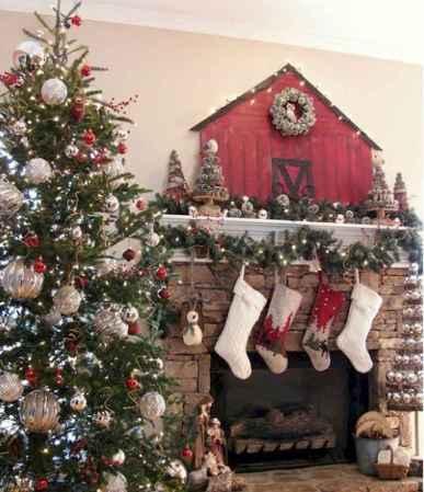 50 elegant christmas mantle decor ideas (38)