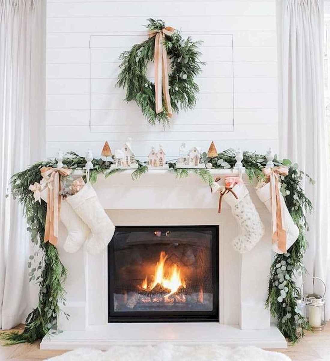 50 elegant christmas mantle decor ideas (7)