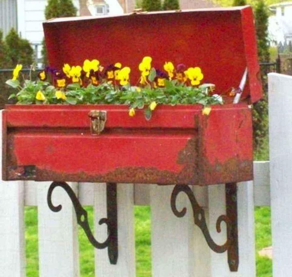 70 creative and genius garden art from junk design ideas for summer (29)