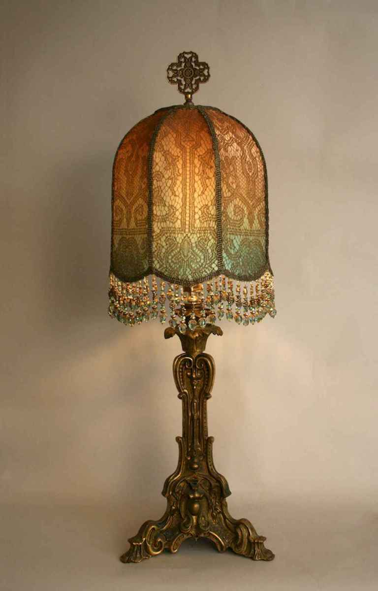40 vintage victorian lamp shades ideas for decorating bedroom diy (31)