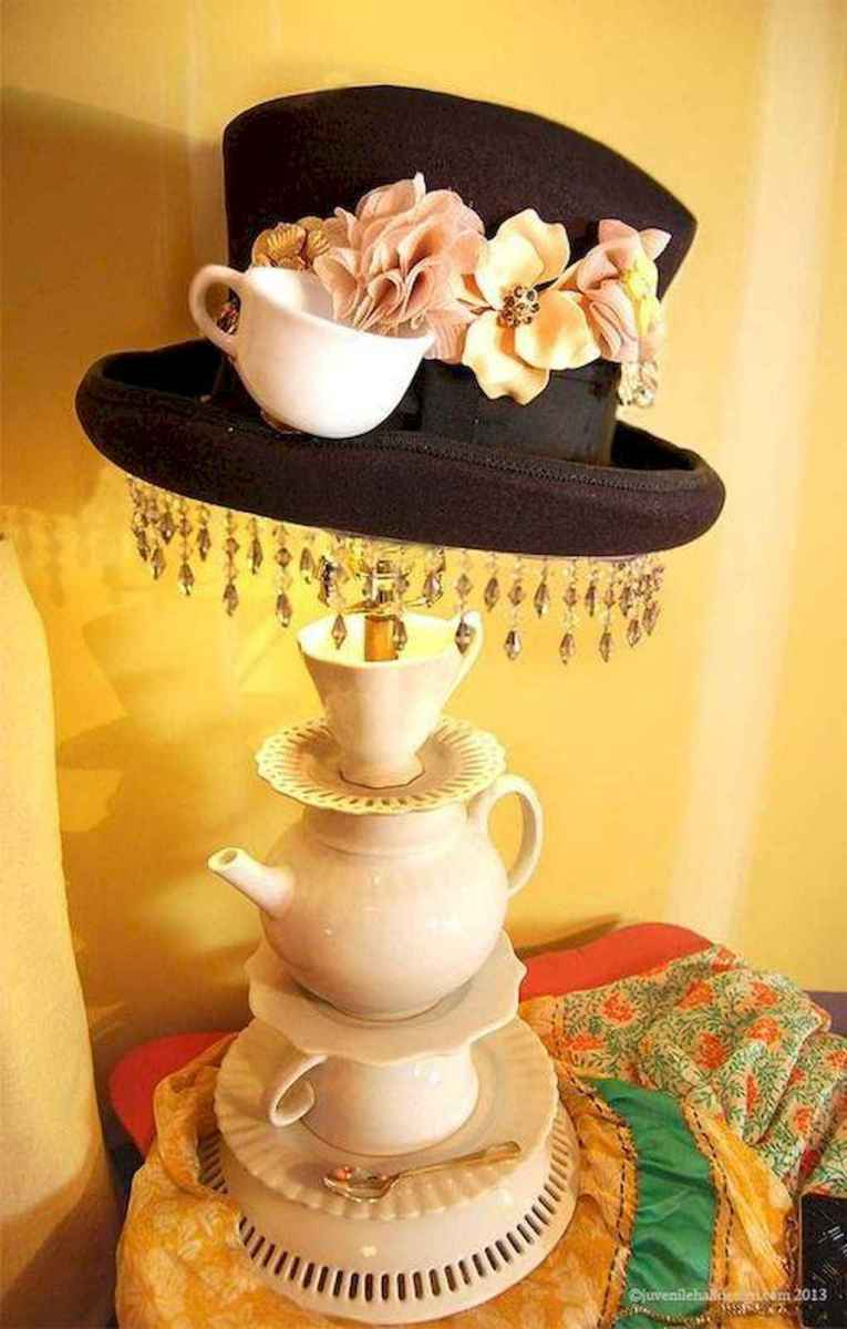 40 vintage victorian lamp shades ideas for decorating bedroom diy (8)