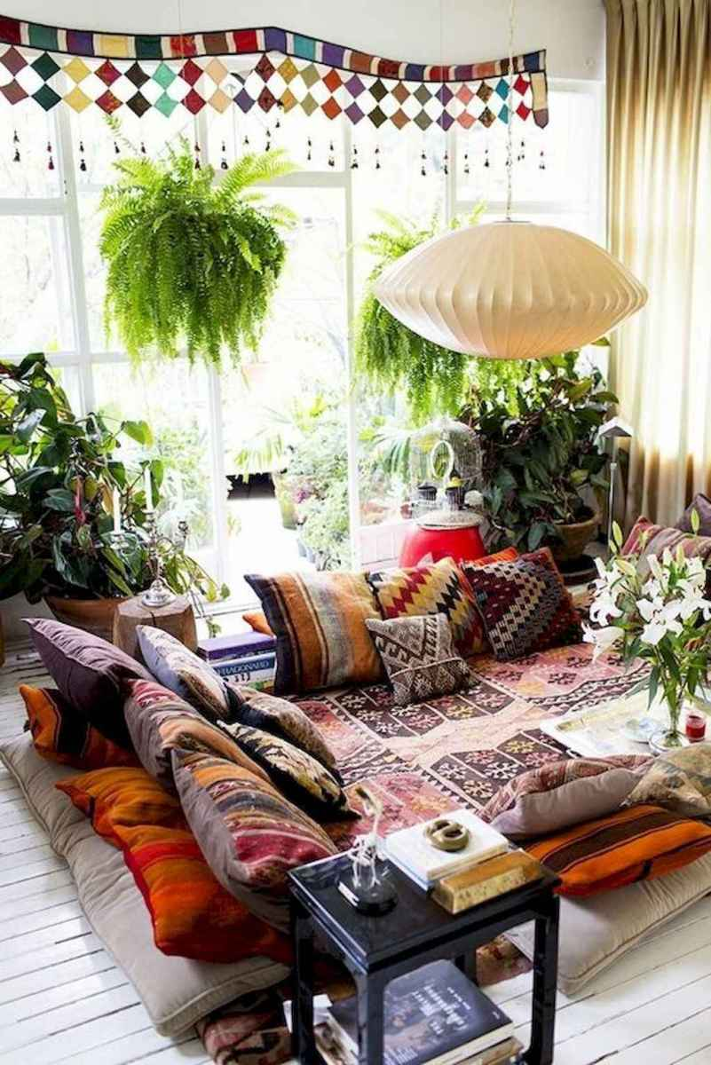 44 modern bohemian living room ideas for small apartment (24)