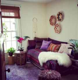 44 modern bohemian living room ideas for small apartment (37)