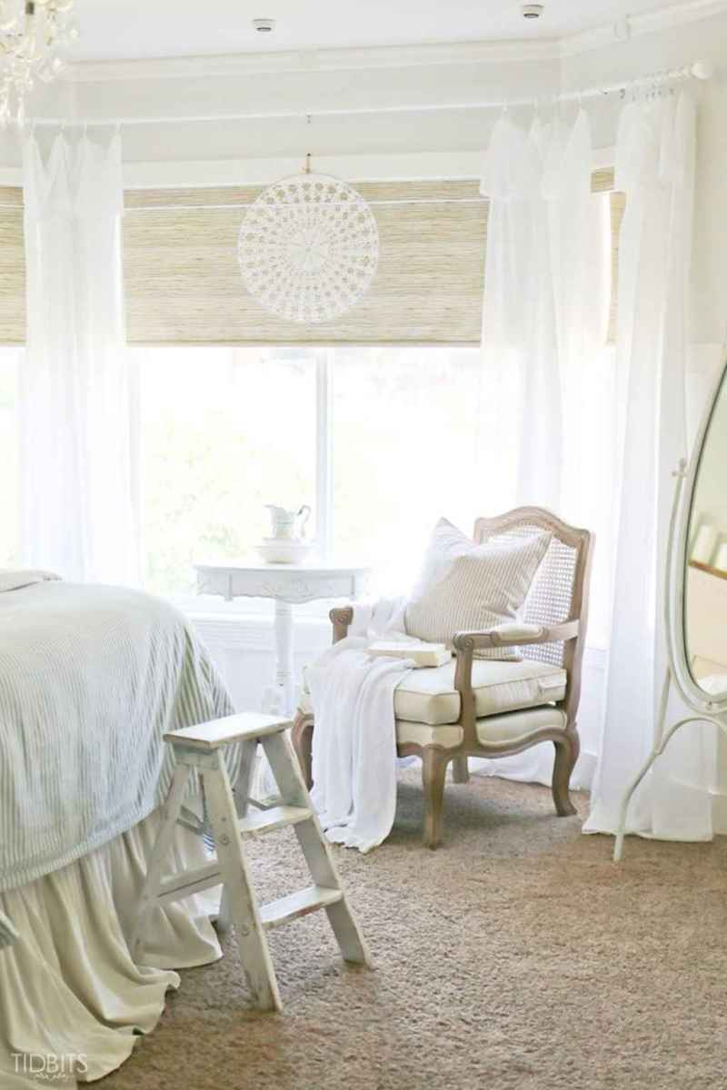 Inspiring modern farmhouse bedroom decor ideas (45)