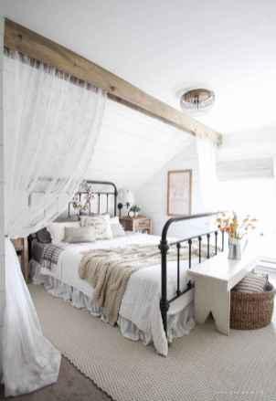 Inspiring modern farmhouse bedroom decor ideas (48)