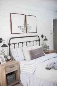 Inspiring modern farmhouse bedroom decor ideas (55)
