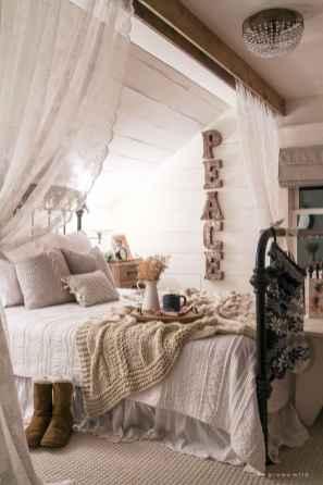 Inspiring modern farmhouse bedroom decor ideas (62)