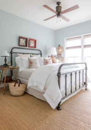 Inspiring modern farmhouse bedroom decor ideas (63)