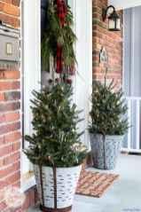 Beautiful 32 christmas porch decor ideas