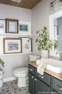 Minimalist modern farmhouse small bathroom decor ideas 34