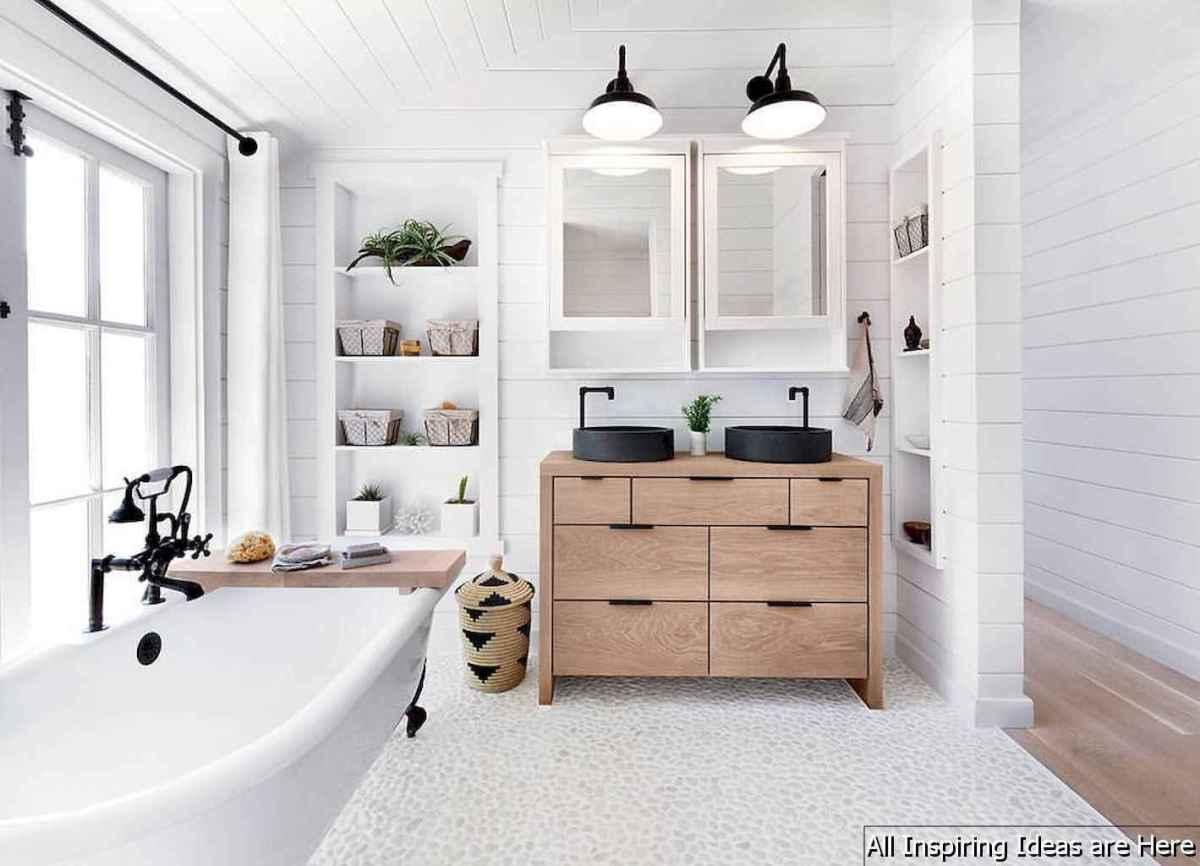 Minimalist modern farmhouse small bathroom decor ideas 36