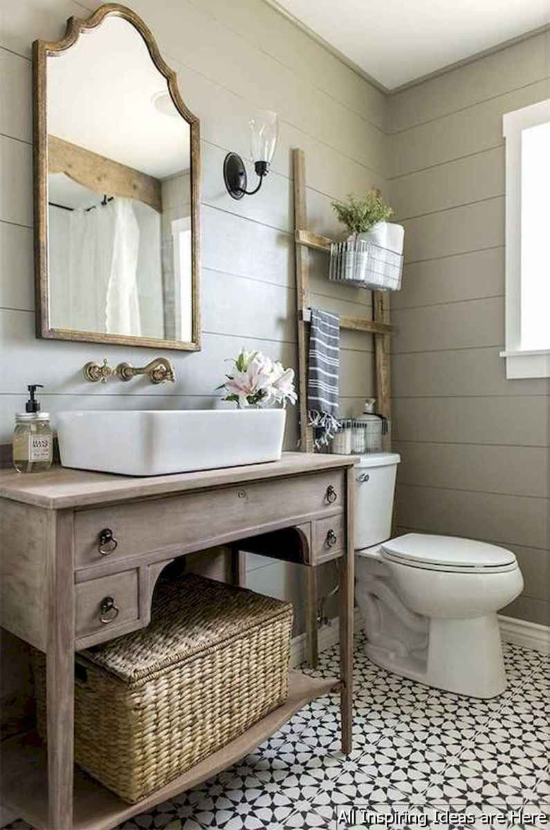 Minimalist modern farmhouse small bathroom decor ideas 8
