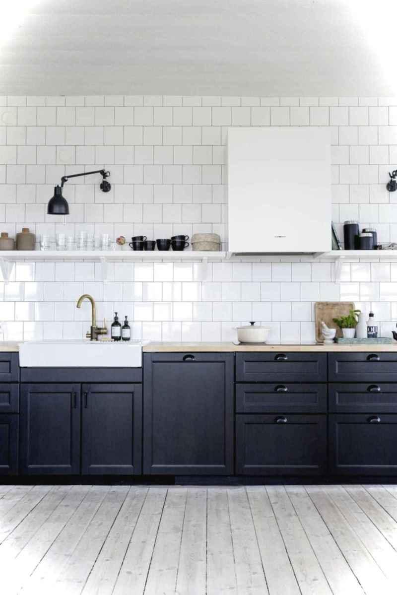 Genius small cottage kitchen design ideas009