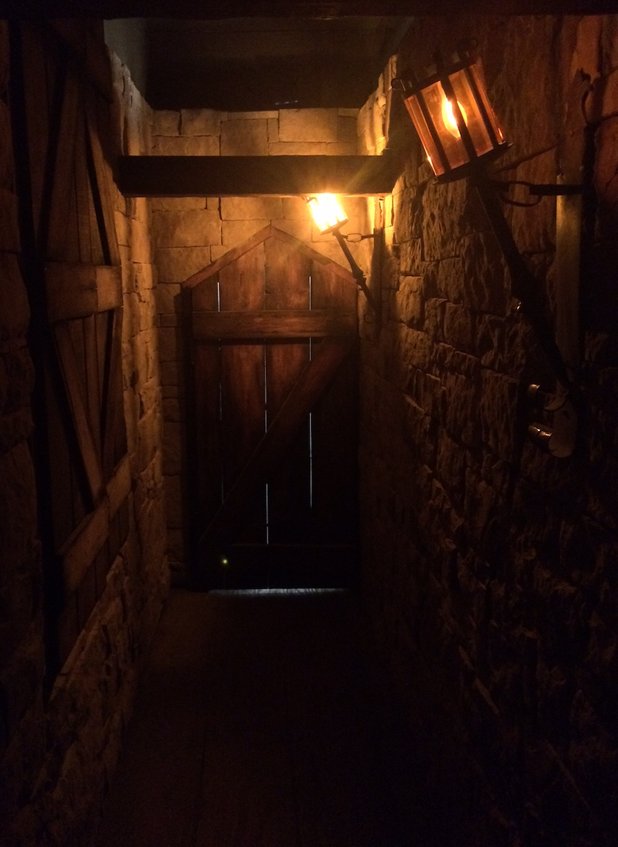 Foyer Room Escape : Brooklyn escape room medieval dungeon review
