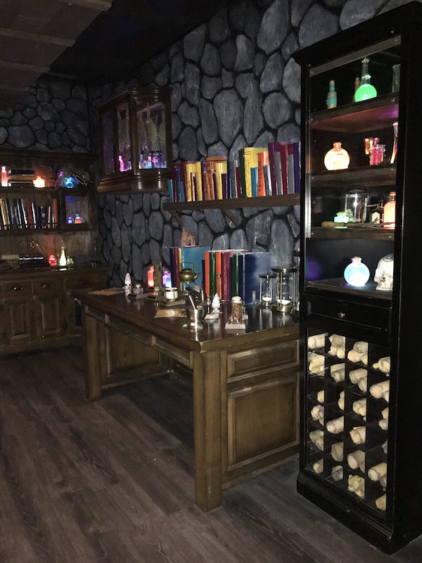 In-game: Boda Borg's Potions, interior. A Harry Potter-esque wizard's lab.