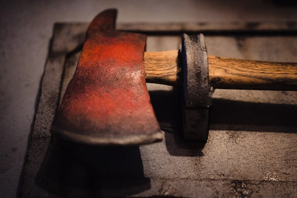 In-game: closeup of a axe-head.