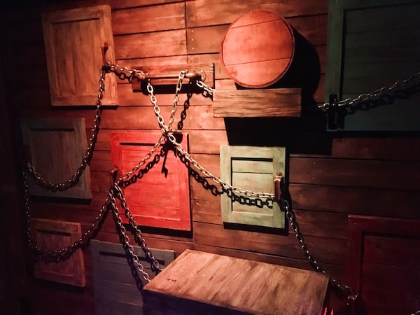 In-game: A series of wooden doors linked by a heavy steel chain.