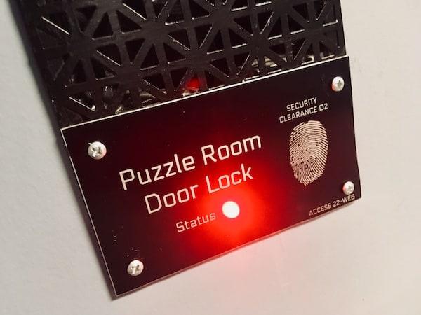 """In-game: Closeup of a """"Puzzle Room Door Lock"""" status indicator."""