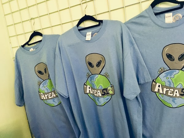 In-game: Area 51-2 t-shirts.