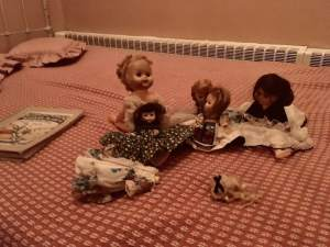 In-game: an assortment of partially dismembered dolls resting on a bed.