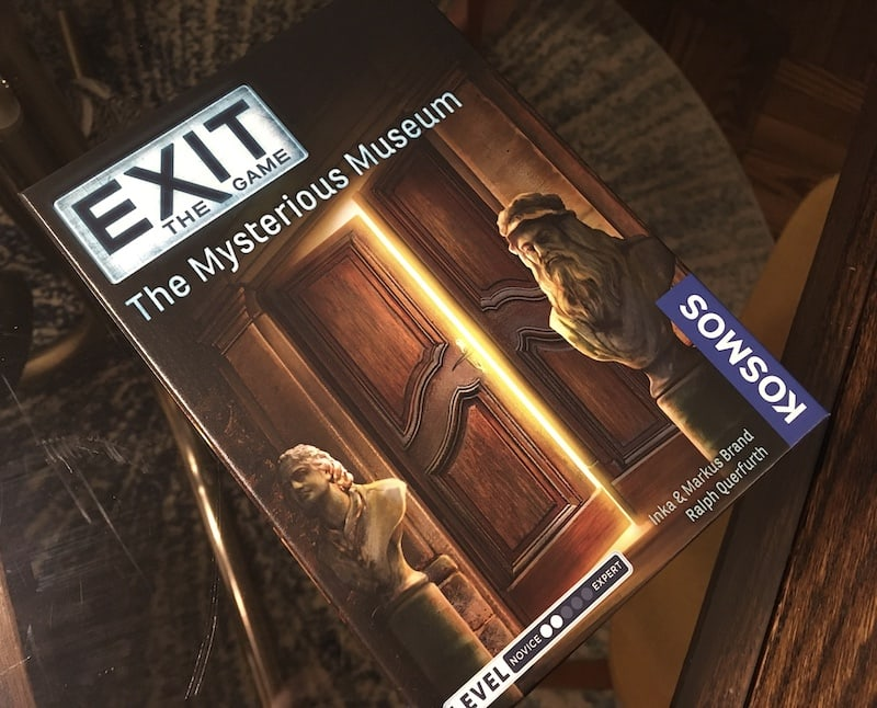 The box art for the Mysterious Museum, depicts the entrance to an exhibit.