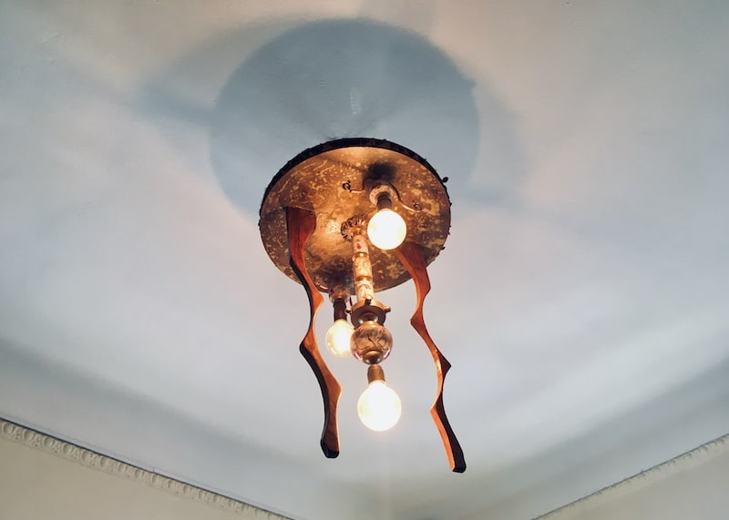 In-game: An unusual, sculputre-like light fixture.