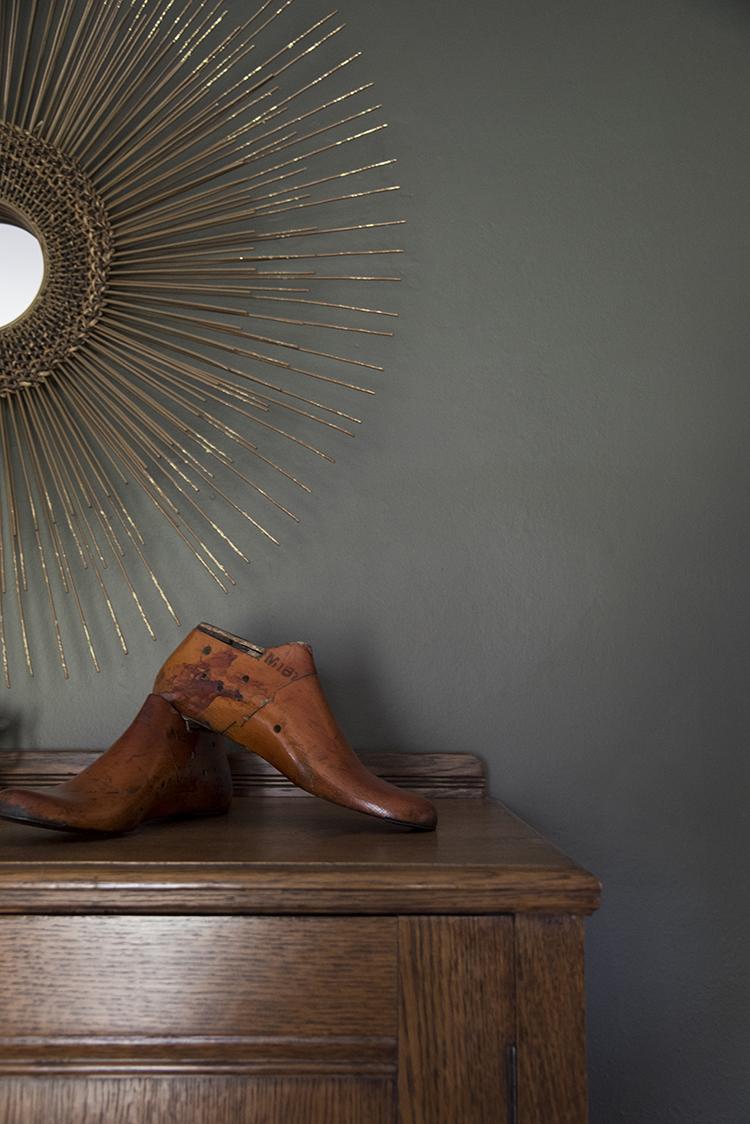 vintage-shoe-form-vignette