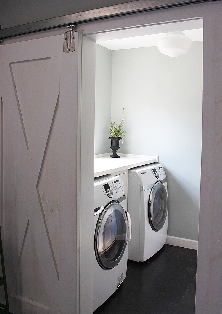 minimal-rustic-laundry-room